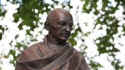 Mohandas Karamchand Gandhi (Quadro 1)